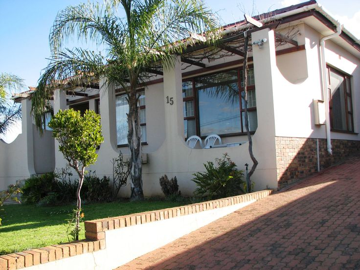 Three bedroom family home with stunning views in upmarket area! Lovely, spacious kitchen and bathrooms. Private garden with outside braai, ideal for entertaining friends and family. Large plot with established garden. This could be your dream home! http://www.propertyselldirect.co.za/viewproperty3111624%20%20%20.cp