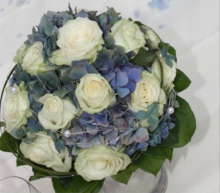 """Hortensien-Brautstrauß - weiß-blau muss nicht immer """"krachert"""" sein - Bavarian wedding bouquet white and blue"""