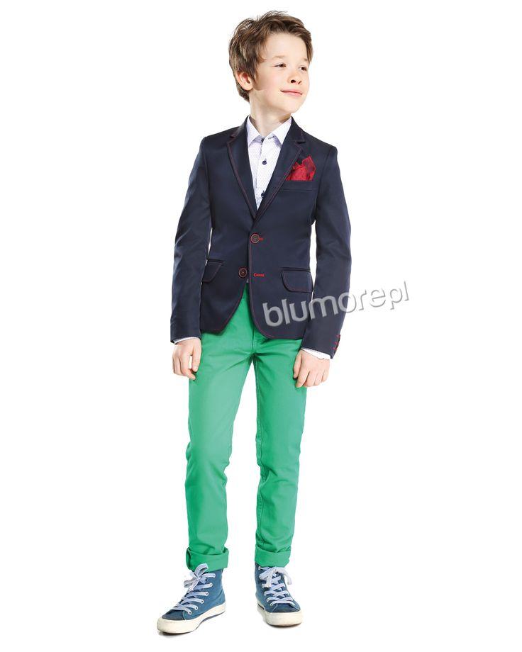 Każdy mały dżentelmen powinien zaopatrzyć się w modną marynarkę o nowoczesnym designie. Polecamy model Lukas — klasyczny granatowy kolor w zestawieniu z czerwoną stębnówką prezentuje się naprawdę rewelacyjnie! Kup teraz! | Cena: 170,00 pln