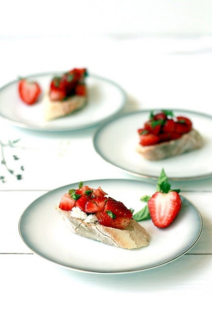 Strawberry Balsamic Bruschetta by Yummy Mummy #summer, #recipe, #food, #appetizer