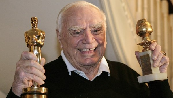 "Muere el actor estadounidense Ernest Borgnine a los 95 años.  El actor de origen italiano era conocido por sus personajes de ""malo"" y pasará en la historia del cine por ser quien golpea a Frank Sinatra en ""From Here to Eternity"" y encarnar a uno de los matones que amenaza a Spencer Tracy en ""Bad Day at Block Rock""."