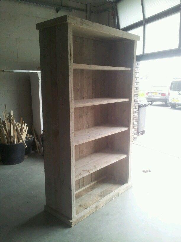 Grote (boeken-) kast gemaakt van gebruikt, oud steigerhout.  In elk formaat en kleur leverbaar.  Bekijk ons volldig portfolio via www.facebook.com/DeJongVintageDesign Mailen kan ook: DeJongVintageDesign@gmail.com