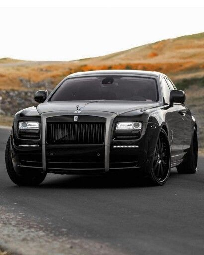 This is the type of cars that I will love to see in Montreal streets. It's Rolls royce cars.