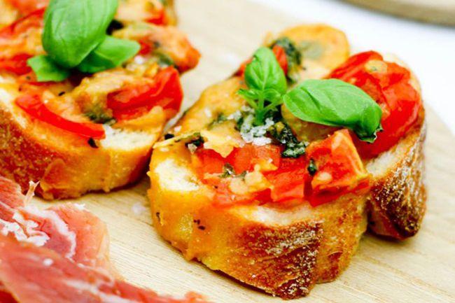 grillet bruschetta med tomat og ost2