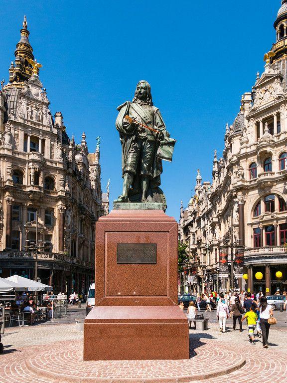 Belgium, Antwerp, the Meir, shopping street. Statue of David Tennier, Belgian artist born in Antwerp.