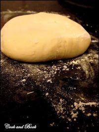 Pâte à pizza magique au micro-onde. . La recette par Cook and Book.