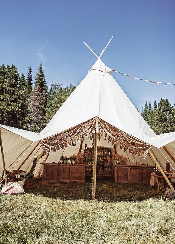Be still our boho hearts! This festival inspired wedding gives us all the feels…