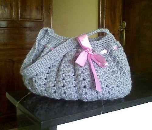 Chunky chic hobo bag pattern by Charlene Gray