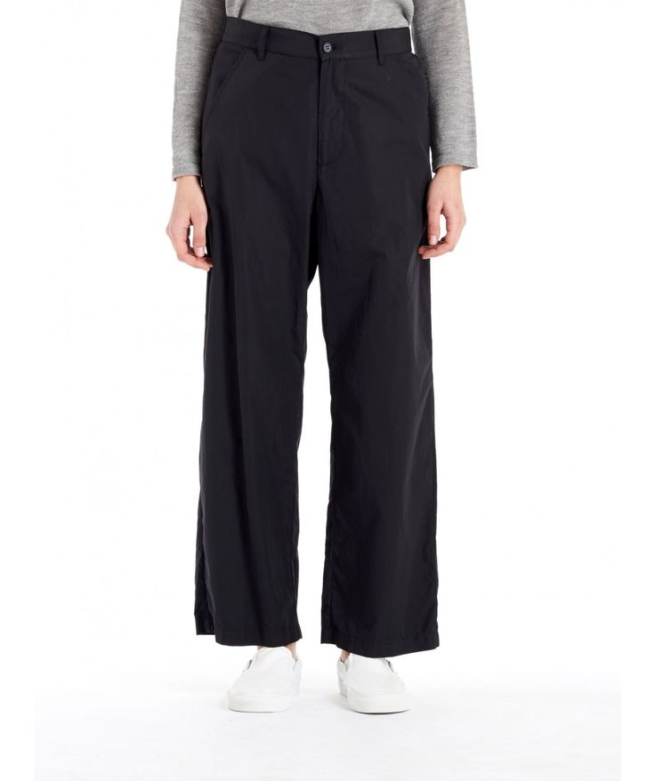 Trouser Ida Bagio Black   Black trousers with two pockets. The Ida Bagio is a palazzo type of pants.