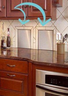 När du ska renovera ditt kök, kika på hela planlösningen för huset. Hur ser planlösningen ut hos dig? Vilka rum ligger närmast köket? Finns det någon vägg som kan slås ut eller tas upp till exempel? Se skafferipunkten ovan. Bara din egen fantasi (och planlösningen förvisso) sätter gränser för hur smart just ditt kök kan bli. Dessa luckor i exemplet nedan går vidare till garaget, för källsortering. Så smart!