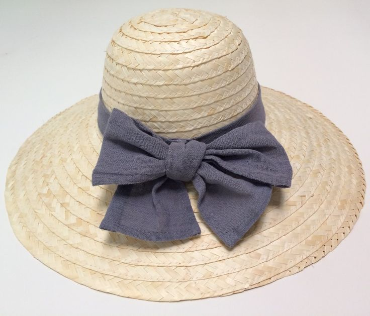 Pamela veraniega de color esparto con cinta y lazo de algodón 100% orgánico, teñidos con tinte natural de color azul grisáceo. #pamela #beach #hat #ropa #camisa #cloaths #shirt #cool #cuellomao #indianstyle #algodon #cotton #natural #trendy #spain #mujer #hombre #men #women #summer #red #green #gray #yellow #blue #black #brown #beige #orange #ash #burgundy #rojo #amarillo #verde #gris #azul #negro #marron #naranja #ceniza #classy #stylish #moda #instagram #facebook #fashion