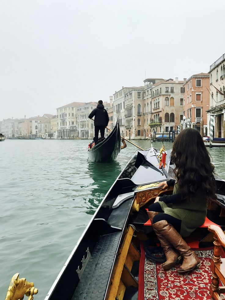 My study abroad trip to and first ride on a gondola in Venezia, Italia!