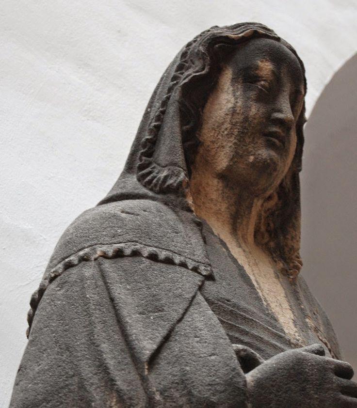 Mary, from Frauenkirche in Nürnberg, ca 1360. Renikas anachronistic adventures…