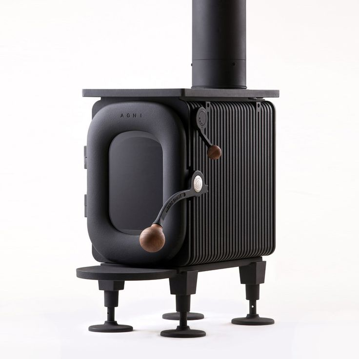 the 'AGNI hutte' is a disaster-resistant wood stove that has been made with carbon neutral materials and is easy to handle.