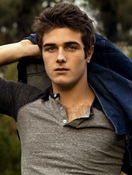 omg! it just hit me that Beau Mirchoff should play Finnick in the Hunger Games series!