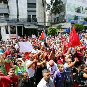 Lula attacca, nel caos il Brasile nella morsa della crisi. DANIELE MASTROGIACOMO *