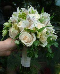 rózsa, inkaliliom, bogyók, futóborostyán  30 szálas menyasszonyi csokor - esküvő virág