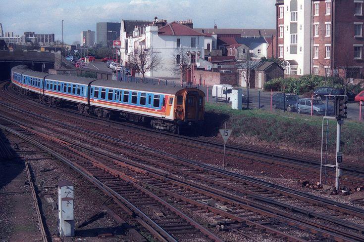 https://flic.kr/p/Vz56RK | 1612 & 1519, Fratton, March 13th 1999 | 1133 Portsmouth Harbour-London Waterloo.
