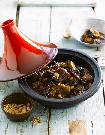 Lam met gedroogde pruimen, amandelen en honing