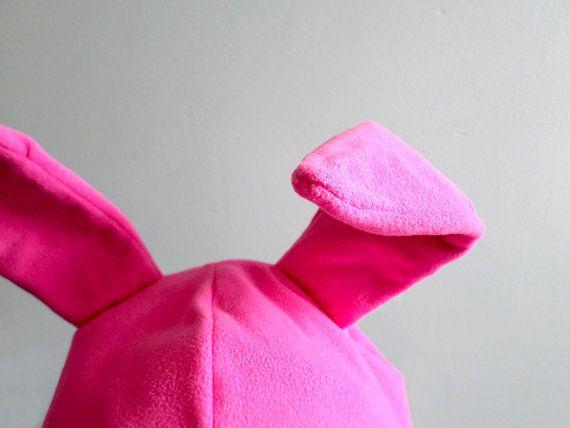 Coniglietto rosa caldo cappello orecchie. di CozyCapsAndManlyHats