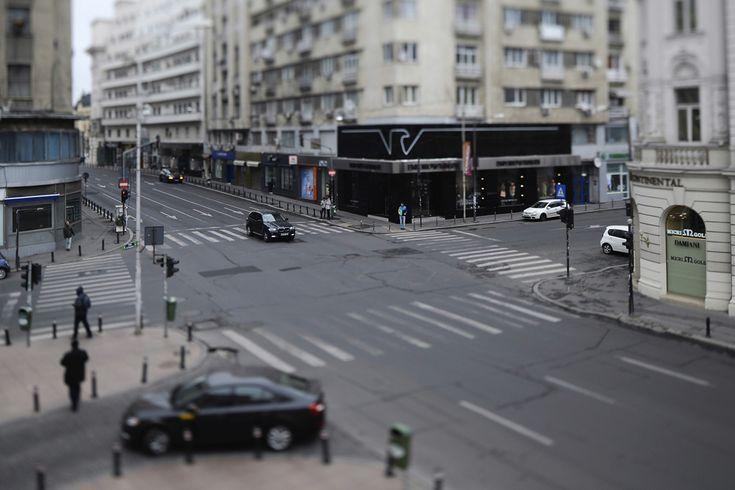 Intersecţia străzii Ion Câmpineanu cu Calea Victoriei, în Bucureşti, duminică, 6 aprilie 2014. (  Marius Dumbrăveanu / Mediafax Foto  ) - See more at: http://zoom.mediafax.ro/people/bucurestiul-in-miniatura-12461022#foto_5