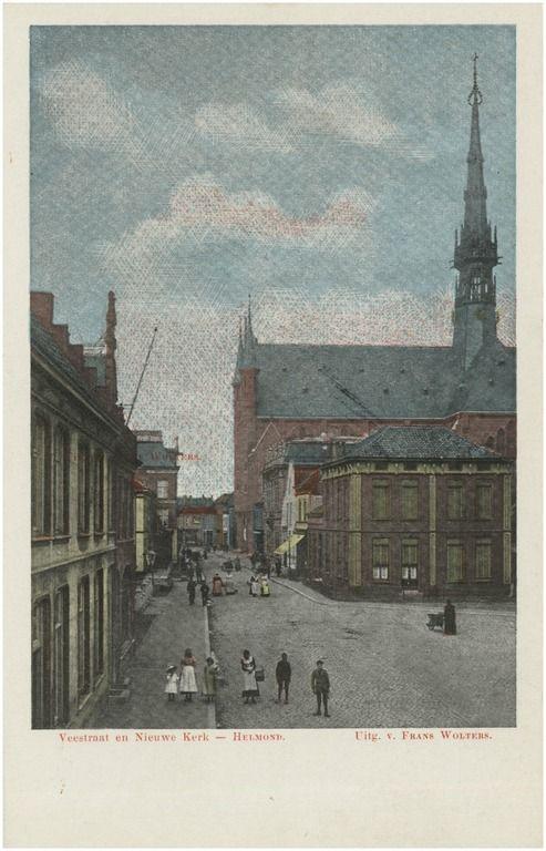 Markt, gezien in de richting van de Veestraat met op de achtergrond de H. Hartkerk Wolters, F. (uitgever); - 1900 - 1910