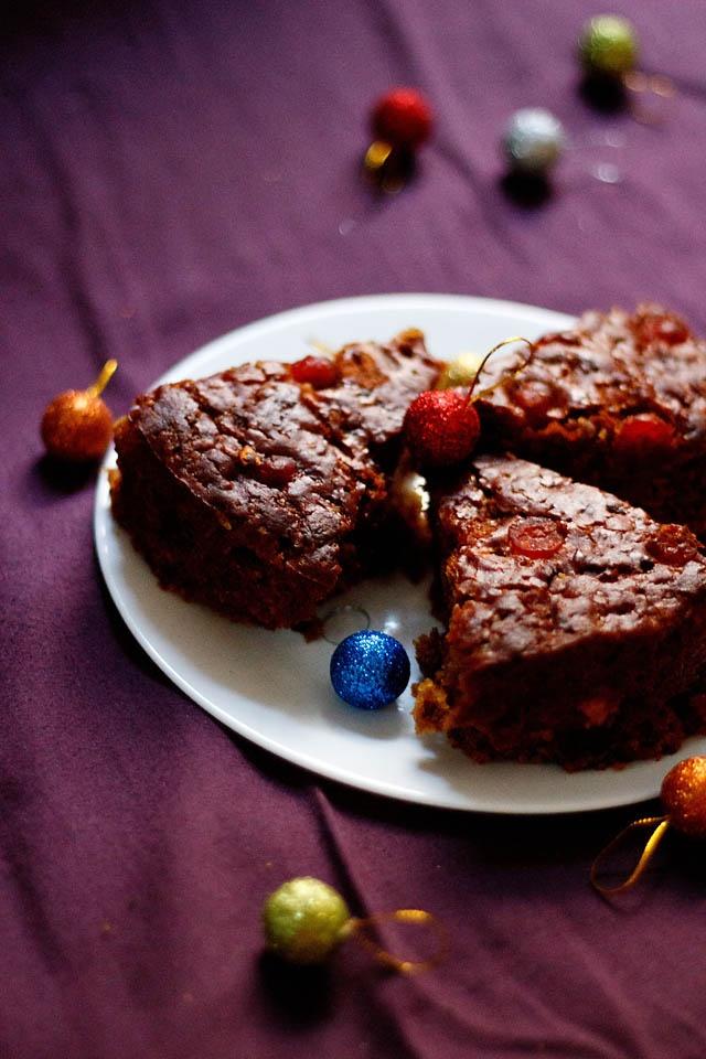 eggless christmas fruit cake - a spiced & boozy cake made eggless and diary free  #veganrecipes #vegan #christmascake #christmasrecipes #egglesscake #cakerecipes