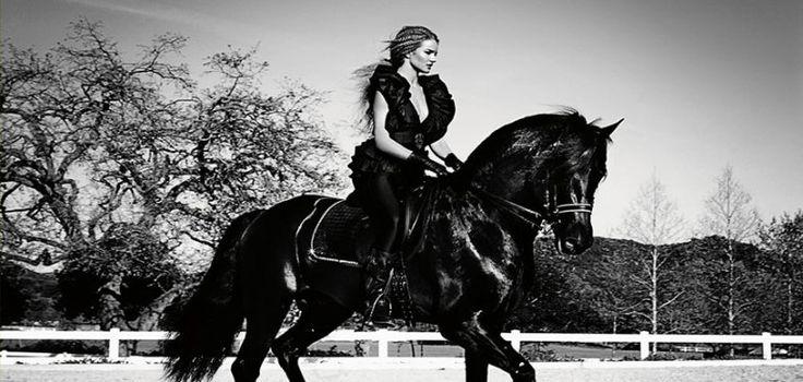 сильная-женщина-на-коне