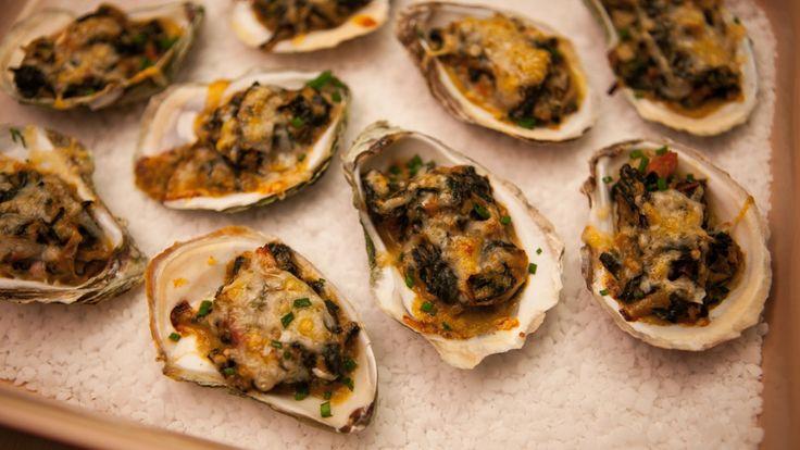 Une recette d'huîtres en coque au parmesan, épinards et poireaux, présentée sur Zeste et Zeste.tv