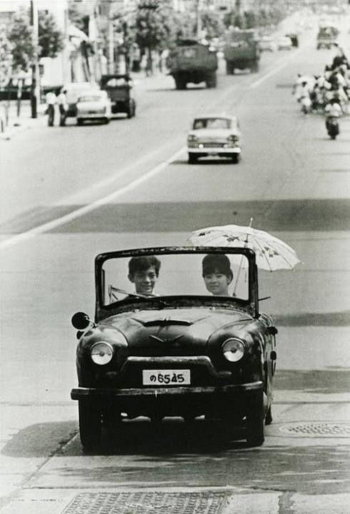 Tokyo - 1962 ~ By Takeyoshi Tanuma. ☆俳優の (故) 峰岸徹に激似だけど、この時19歳という計算に。デビューが1962年だから可能性はあるけど、定かではありません。