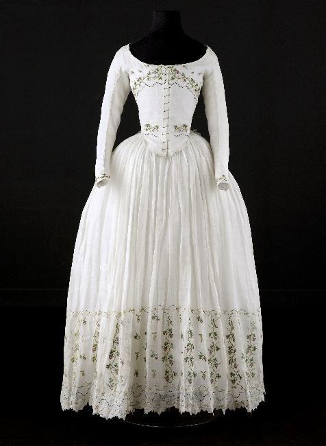 Caraco and petticoat, 1790-1800 From the Palais Galliera, Musée de la Mode de la Ville de Paris