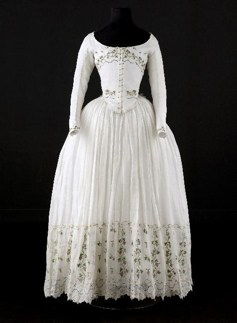 Caraco and petticoat, 1790-1800 From the Palais Galliera ...