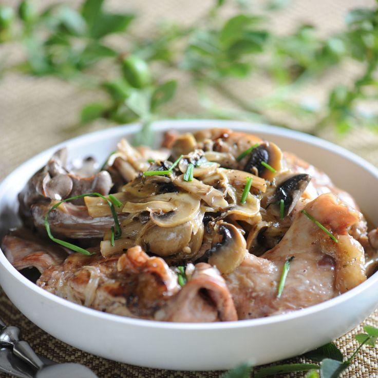 Découvrez la recette Civet de lapin aux petits oignons sur cuisineactuelle.fr.