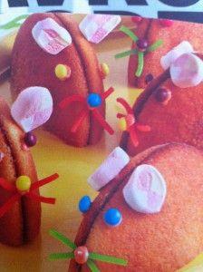 Muis gemaakt van een eierkoek. Makkelijk te maken. Blog de leukste traktaties voor school.