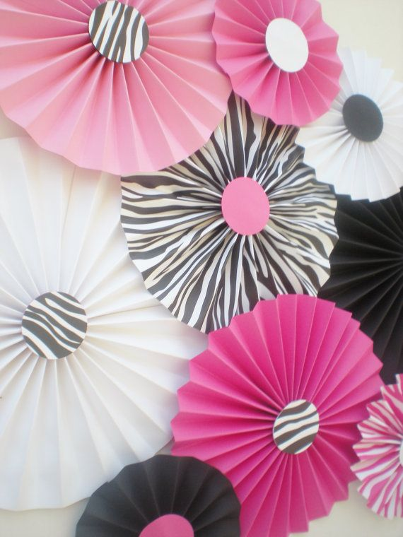 Zebra print paper fans for table backdrop pink by DellaCartaDecor