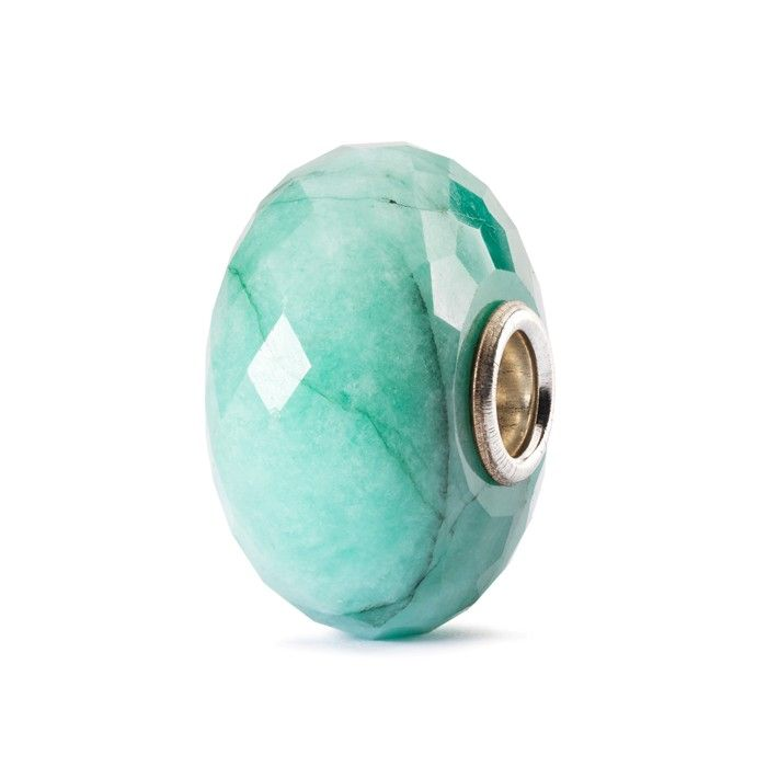 The emerald is the sacred stone of the goddess Venus and is thought to possess phenomenal powers of healing, luck and love. It is also a symbol of loyalty and devotion.