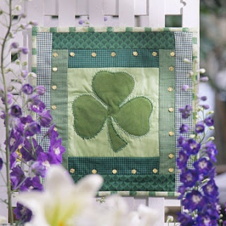 Shamrock quiltDecor Wall, Free Pattern, Wall Quilt, Wall Hanging, St Patricks Day, Shamrock Wall, Cards Crafts, Quilt Display, Quilt Pattern