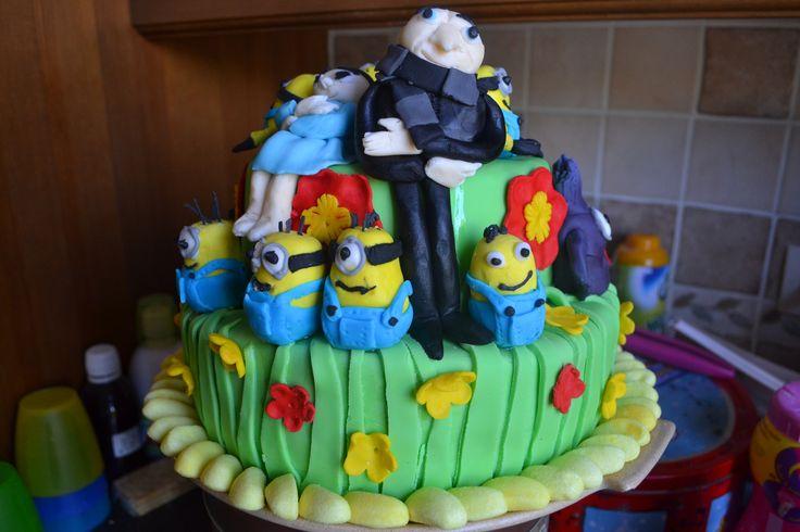 gâteau  d'anniversaire moi moche et méchant