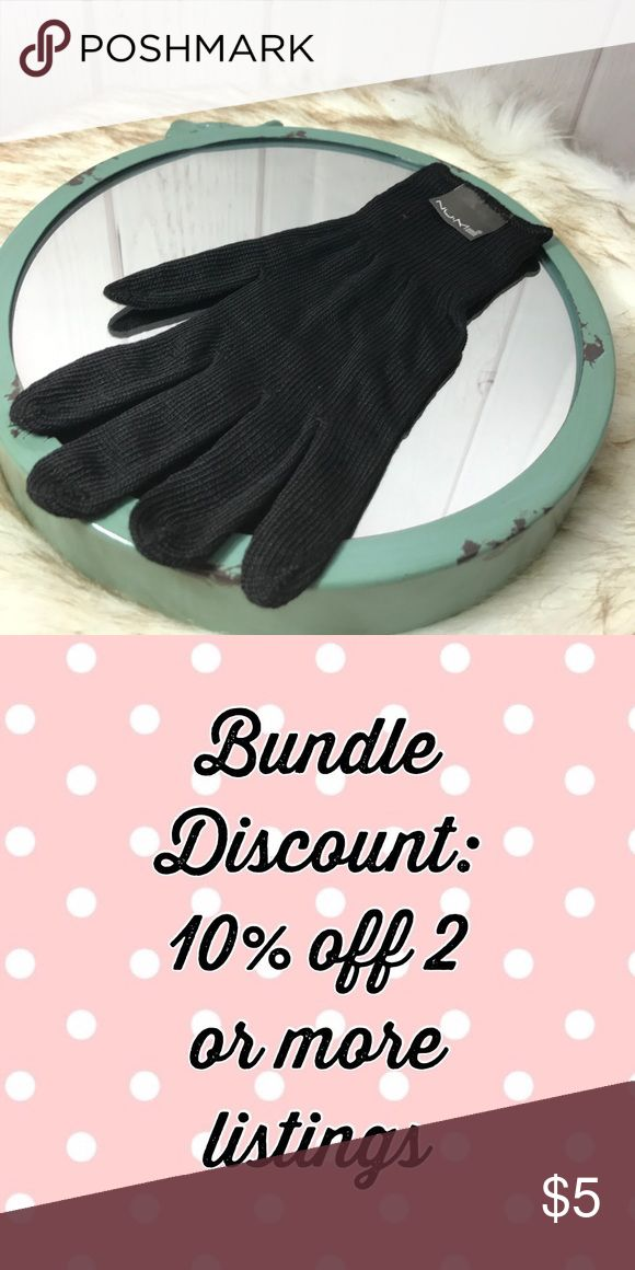 Nume Heat Resistant Glove Heat resistant glove is a reusable and lightweight glove that alows you to maintain full stying control while protecting hand and fingers from the heat from styling irons. Bundle to save! NUME Other