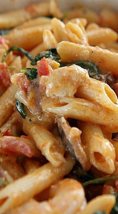 One Pot Creamy Cajun Jambalaya Pasta...an easy and delicious meal for families on the go! (just over 35 min to make!)
