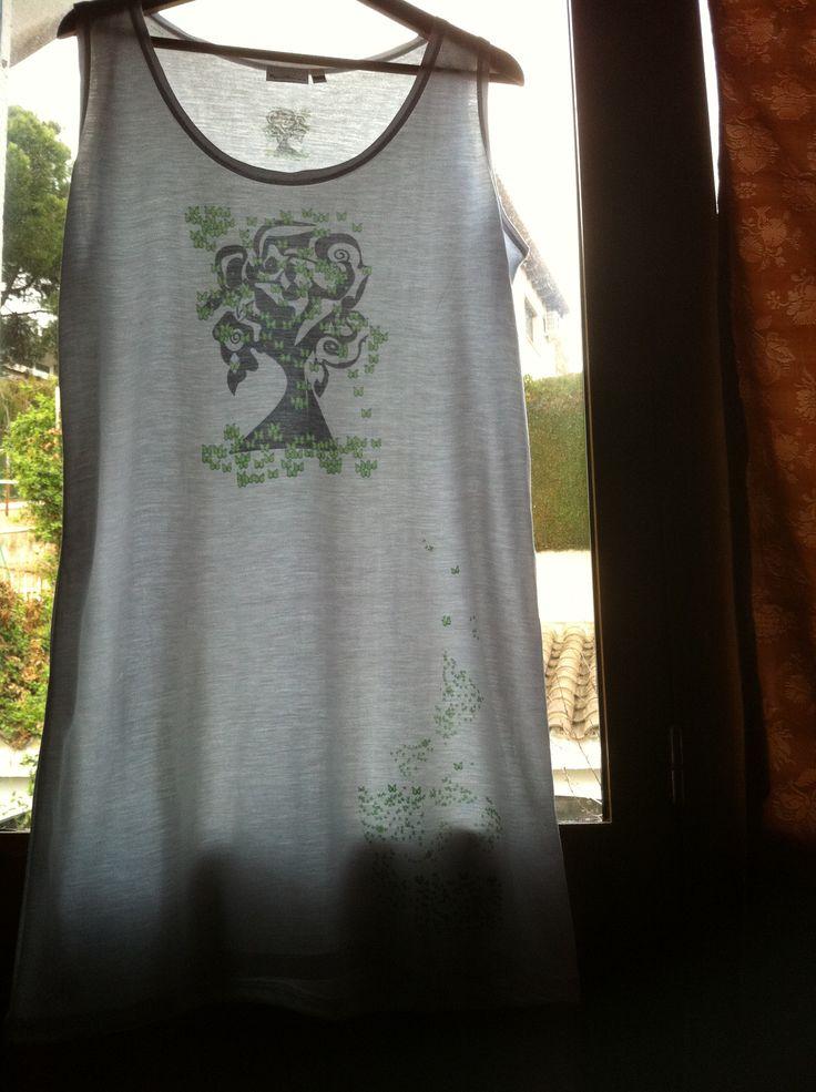 Vestido El árbol de las mariposas. Diseño romántico , original. Cómodo vestido playero, de tacto suave. Fresco, cómodo y transpirable. Polyester 100%.