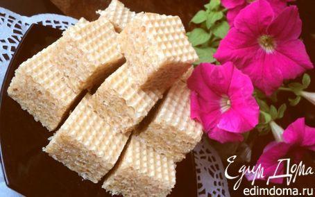 Вафельные пирожные «Соты». вафельные коржи – 1 упаковка мед – 1 стакан сахар – 1 стакан масло сливочное – 200 г грецкие орехи – 1 стакан перец черный – 0.5 ч.ложки