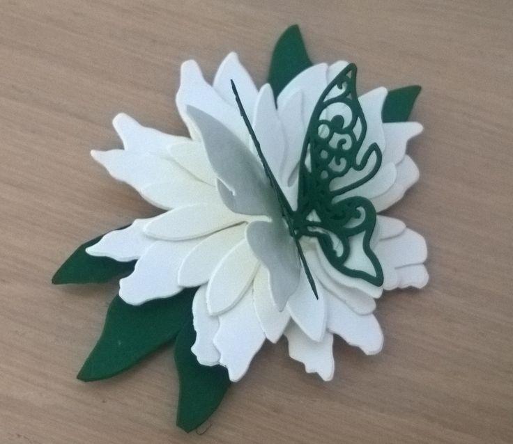 fiore con farfalla