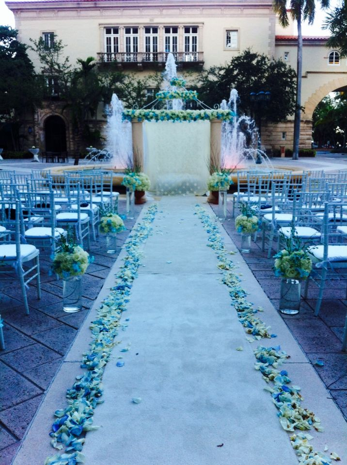 Amazing blue and white wedding by A Fancy Fiesta