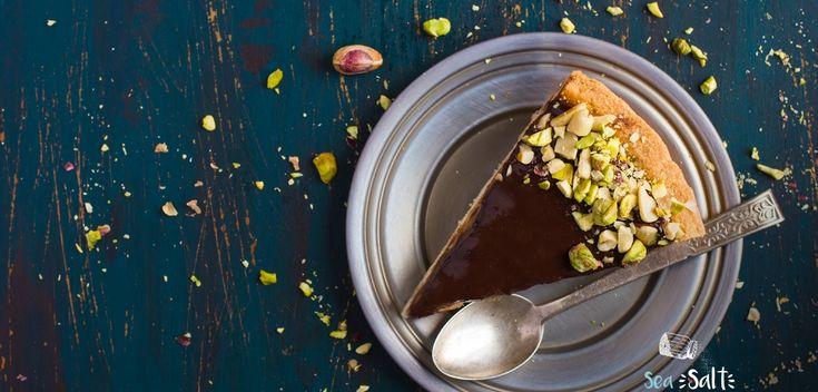 Τάρτα σοκολάτα-καραμέλα με φιστίκια Αιγίνης