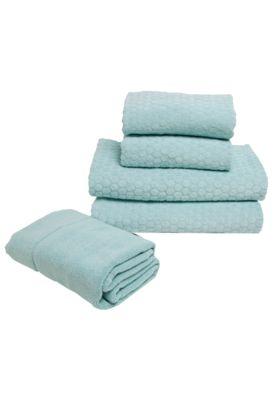 Jogo de Banho Buddemeyer Toscana Azul, composto por duas toalhas de banho, duas de rosto e um piso de banheiro confeccionados em algodão. Têm detalhe floral em relevo e textura que proporciona maior absorção. Ideal para decorar com requinte e delicadeza.