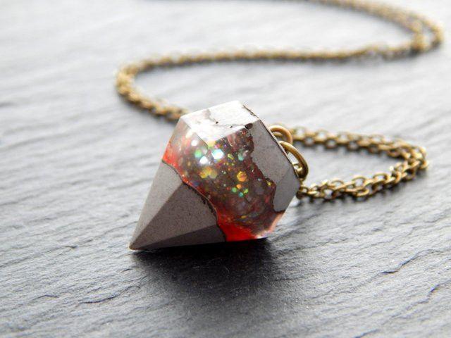 Ketten mittellang - Kette - Glitzender Diamant aus Beton und Resin - ein Designerstück von Fontaenchen bei DaWanda
