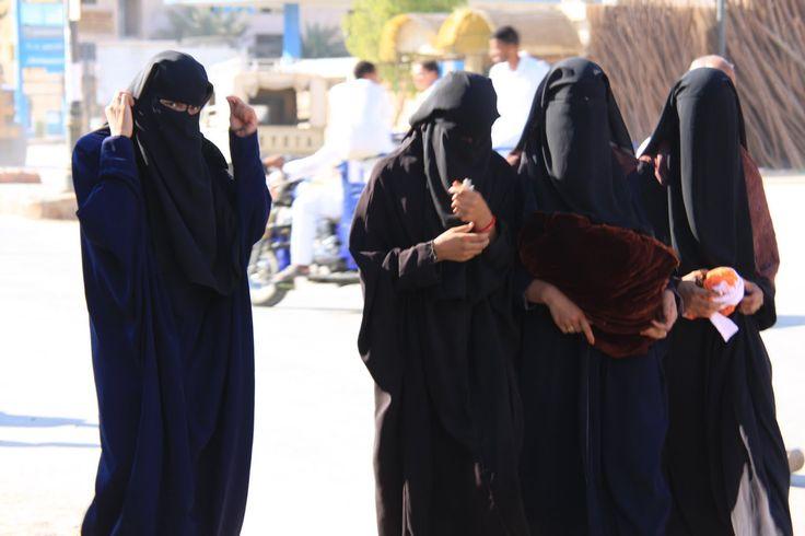 É mais ou menos sabido pela sociedade ocidental que a forma como o Islão trata as suas mulheres não é a melhor. No entanto, apesar de haver sociedades islâmicas em que a mulher já tem um papel importante e reconhecido na sociedade, há outras sociedades com tradições ancestrais muito enraizadas e onde o papel da …