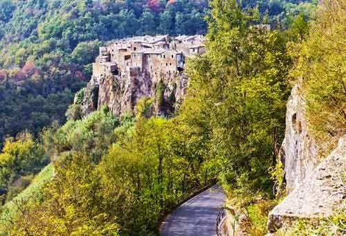 Calcata, il borgo degli artisti a pochi chilometri da Roma. Foto