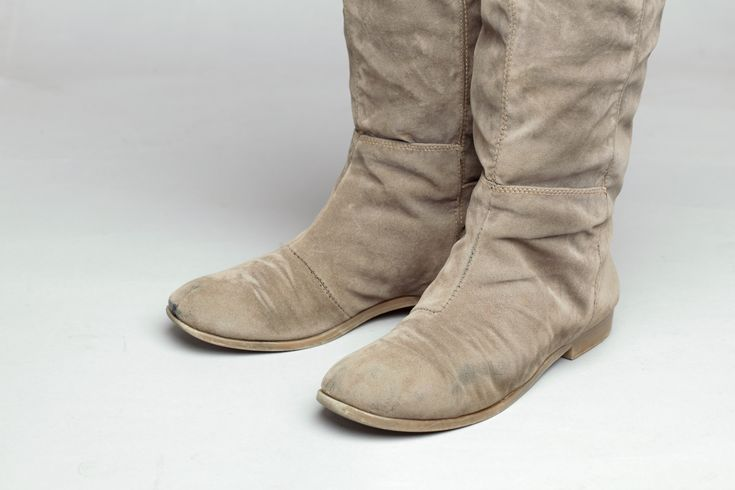 Suede leather, as opposed to suede fabric, is made from the soft inner layer of cow, deer or pig hide. Suede garments, shoes, handbags and other accessories are delicate and beautiful, but very easy to scuff and stain. This article...